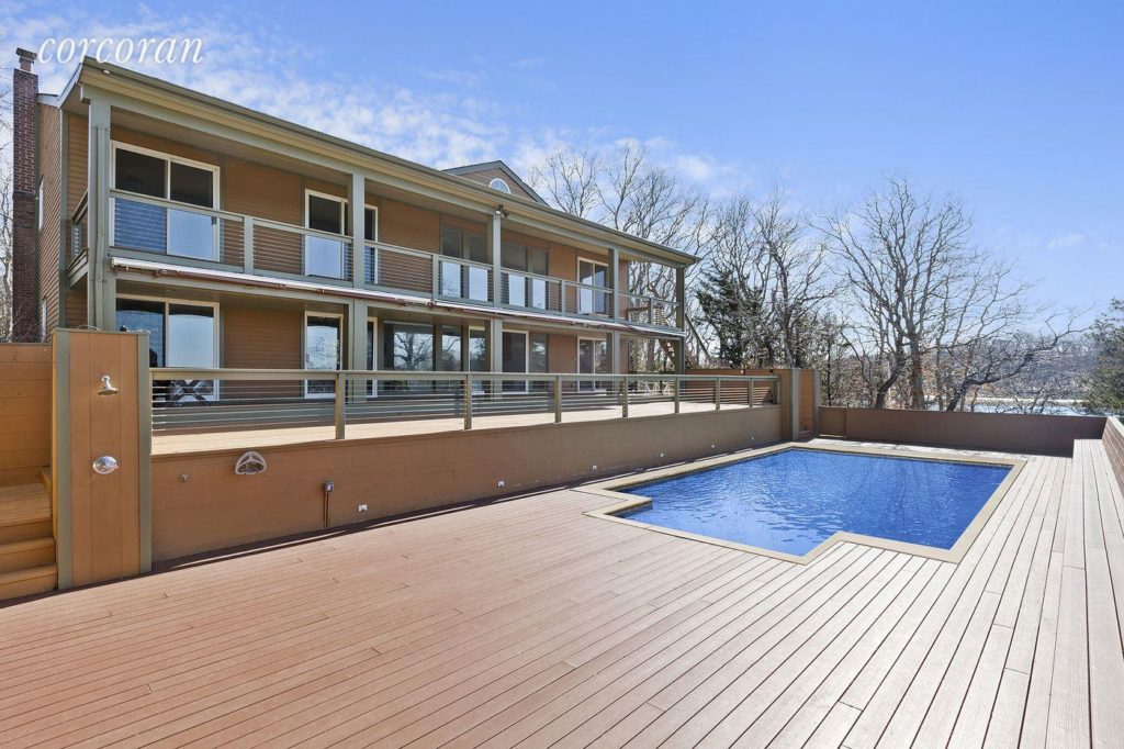 Backyard deck and pool- entertainer's dream!